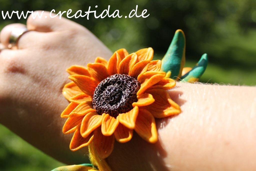 armband auf der hand