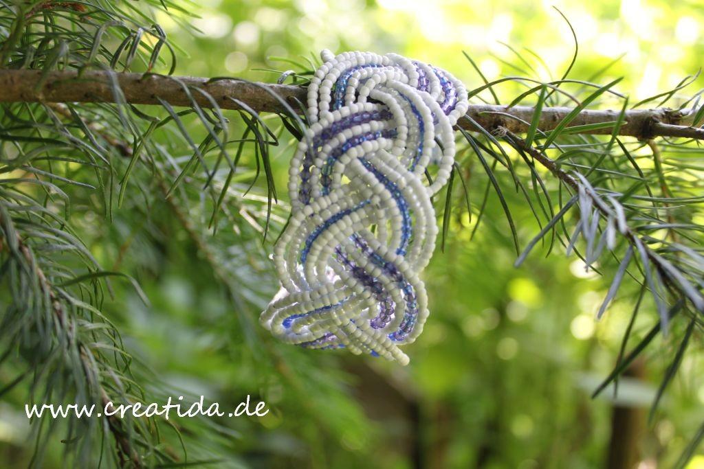 armband mit Perlen und draht