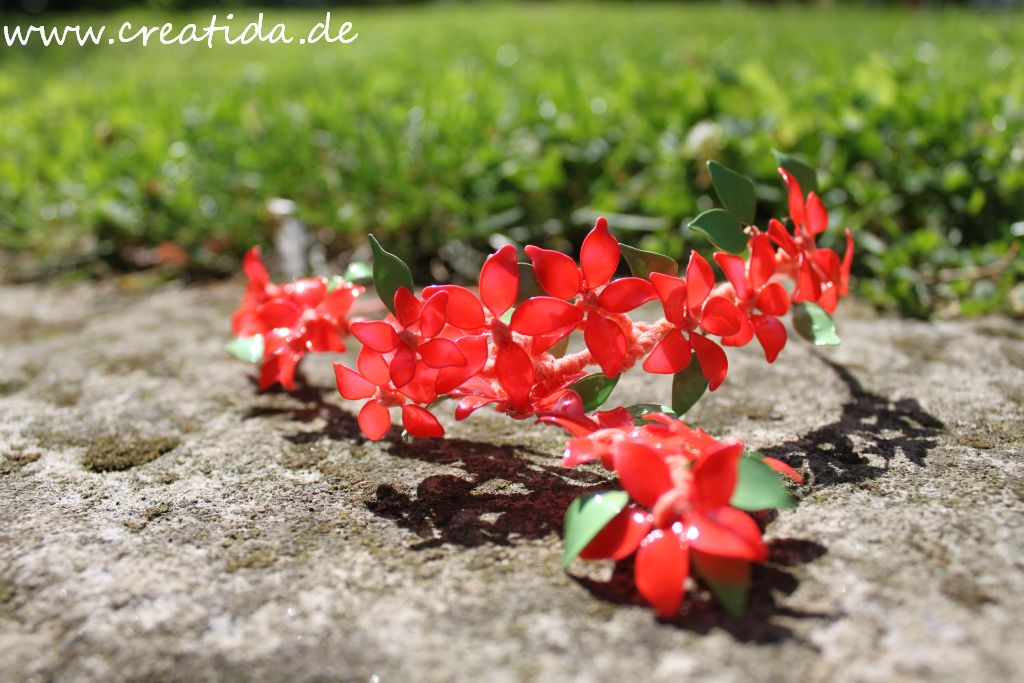 Blumen Aus Nagellack Und Draht украшения из лака для ногтей и